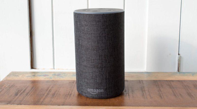 el robot con IA Alexa Echo