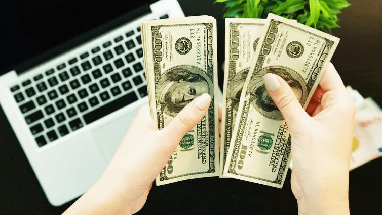 ¿Por qué los consumidores acuden a los pequeños préstamos en dólares?