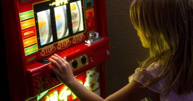 """Apple regula las """"loot boxes"""" y hacen que su funcionamiento sea similar a un juego de casino online"""