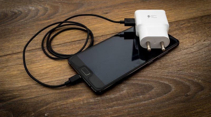5 Trucos para que tu móvil cargue más rápido