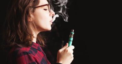 Usar cigarrillos electrónicos para dejar de fumar