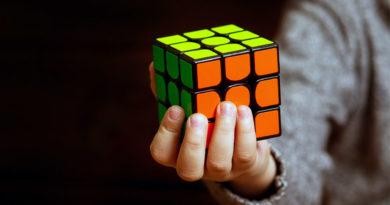 ¿Cómo resolver el cubo Rubik en pocos movimientos?