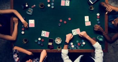 How much do professional poker players make